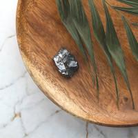 Elite shungite stone of 3-5 grams (0,007-0,01 lb)