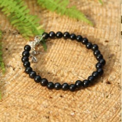 Shungite bracelet with 30 round 6 mm beads and a chain snap