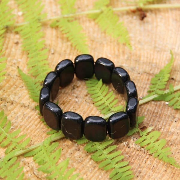 Shungite bracelet with big flat tumbled beads