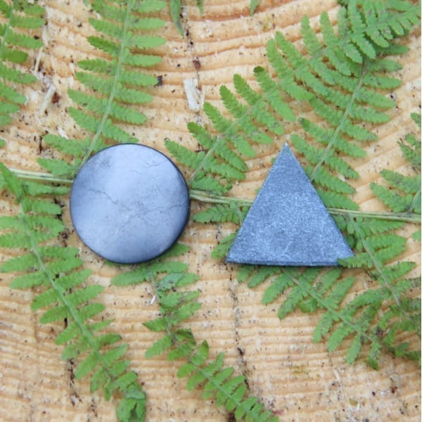 Pocket harmonizers (a shungite circle and a soapstone/talcohlorit triangle)